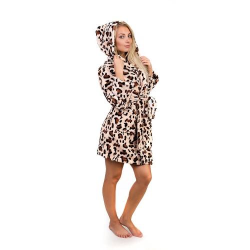 Короткий махровый халат с капюшоном