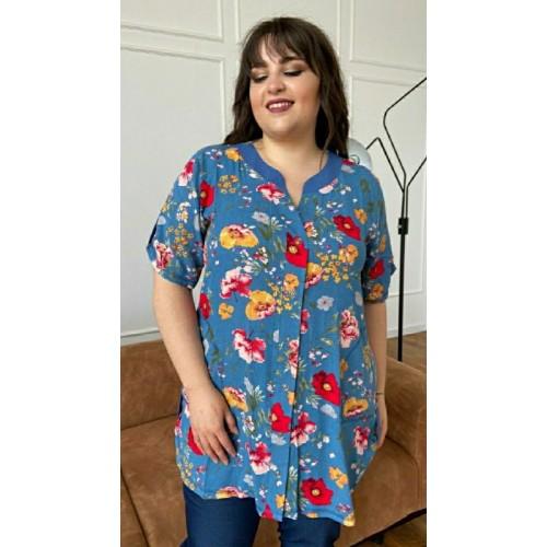 Красивая женская рубашка больших размеров