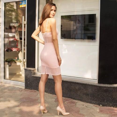 Нежное платье с открытыми плечами 205-0