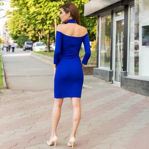 Приталенное платье с открытыми плечами 53746