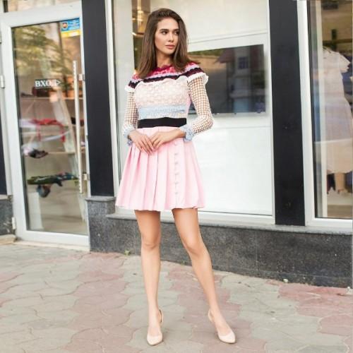 Яркое гипюровое платье с цветными полосками 5623