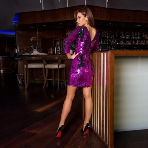 Яркое платье из пайеток 11151